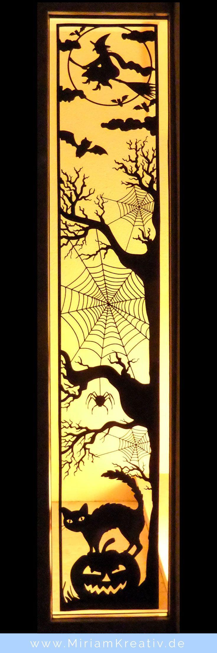 Bastele mit diesem Plotter-Freebie (kostenlose Plotterdatei im SVG-Format) und deinem Plotter diese riesengroße DIY Halloween-Deko mit einer Hexe, Fledermäusen, einer Spinne, Spinnenweben, einer Katze und einem gruseligen Kürbis...