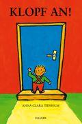 Türen haben auf Kinder eine magische Anziehungskraft. Sie ahnen dahinter das Neue, Andere, Geheimnisvolle, das nur entdeckt, wer neugierig ist. Was für ein wunderbarer Augenblick für alle Kinder, wenn sie endlich zur Klinke hinaufreichen. Die Autorin hat diesen Augenblick ihrer Kindheit nicht vergessen und ein kluges Bilderbuch gemalt. Ein allererstes Buch für Kinder aus fester Pappe, zum festen Anklopfen.