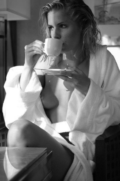 https://i.pinimg.com/736x/95/e7/5d/95e75db9c2768ec74480f786d5e195dd--sexy-coffee-coffee-girl.jpg