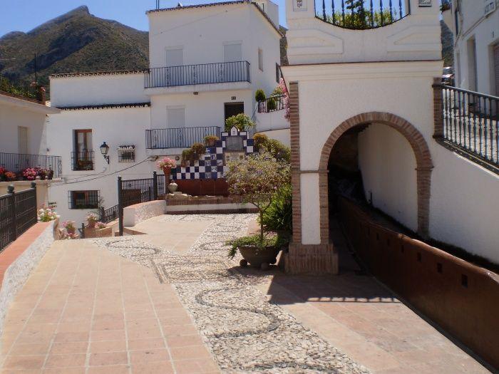 Dwars door de Sierra de las Nieves vanuit Marbella. Echt, ik weet niet eens hoe ik je dat moet uitleggen. Het beneemt me de adem. Lunch in een wit dorpje, watervallen, bronnen, wandelingen, oeroude bomen.... Onze tweede tour krijgt vorm.