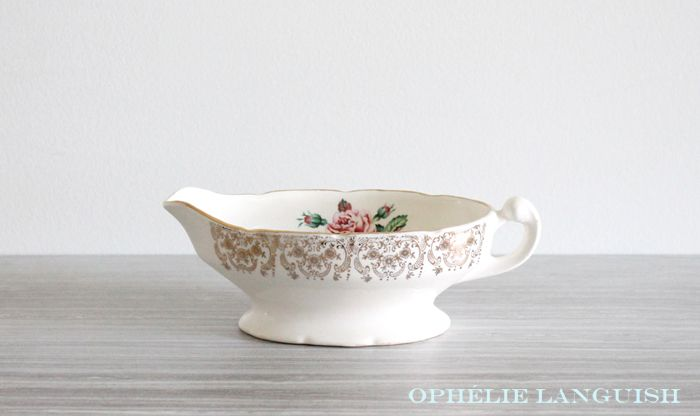 Stunning Georgian China gravy/sauce boat in the Briar Rose pattern. Beautiful pink rose motif against a cream background. Ornate 22KT gold filigree borders. Scalloped edges. Very elegant and shabby chic.