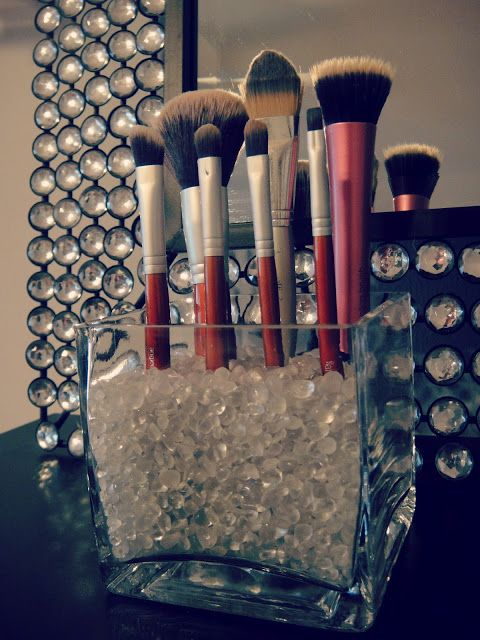 out of the beauty closet: DIY: vanity-top brush holder
