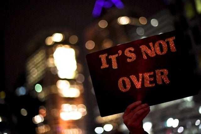 Διαδηλώσεις σε Ανατολή και Δύση των ΗΠΑ κατά του Τραμπ: Στο ένα άκρο των Ηνωμένων Πολιτειών της Αμερικής, το Όρεγκον και την Καλιφόρνια,…