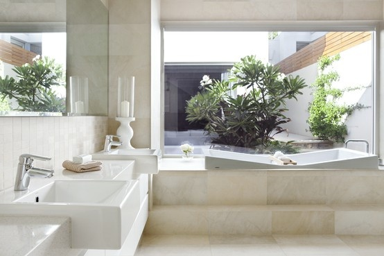 Step up to relax in this luxurious bath, with view to the courtyard