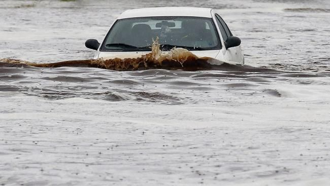 Phoenix Flooding: Interstate 10 Flooded, 30 Cars Submerged, Record Wettest Calendar Day Due to Norbert's Torrential Rains - weather.com