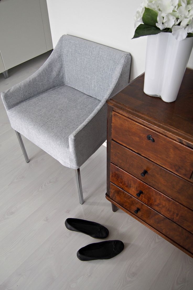 Hannas Home / a new chair upholstery for Valanti's Ystävä -chair / co-operation with Sisustustalo Kodinonni / hallway