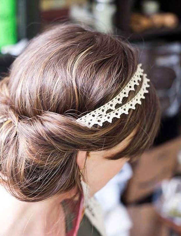 Un chignon bohème Vous pouvez placer votre headband sur votre front ou un peu plus haut, comme sur cette photo.