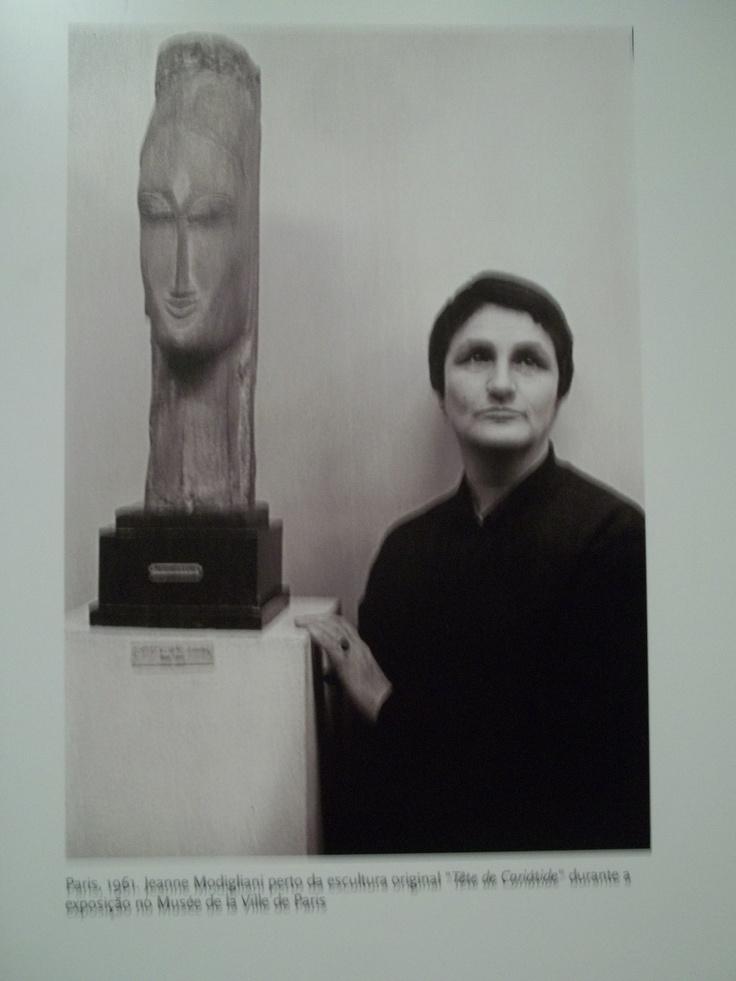 modigliani  jeanne near the original sculpture  u0026quot tete de