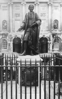 Statue of Thomas Guy  Guy's Hospital, London, England  Scheemakers, Thomas   1734 Photograph Type: A-negative Negative number: A95/253 Copyright: © Courtauld Institute of Art