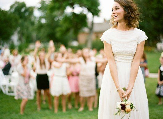 Top 10 Wedding Bouquet Toss Songs The bouquet toss is such a fun part of the wedding experience. It is a fun tradition and it is such a great way to have single women get up and fight for the garter or bouquet. Getting all the single ladies at a wedding for the bouquet toss, ...