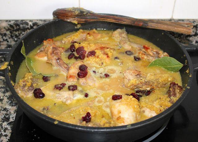Cocinar es vivir y Bordar también: Curry de pollo con arándanos / Cranberry (or redcurrant) curry