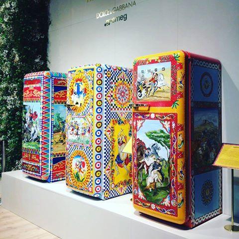 #dolcegabbana per i frigoriferi #smeg al #SalonedelMobile #eurocucina #design #cucine