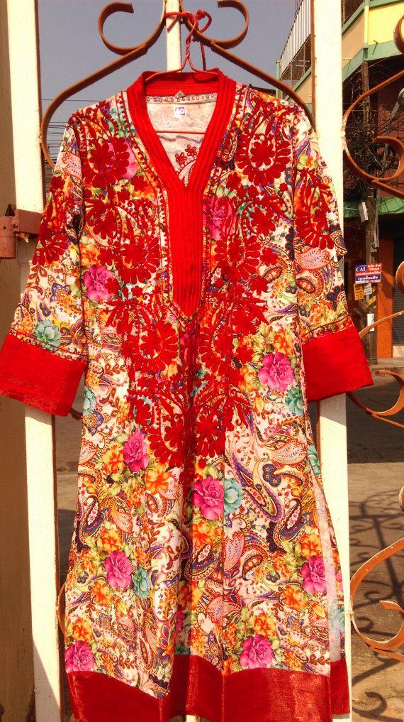 Rode Groovy handgemaakte zachte Nepalese psychedelica gewaad, handgemaakt borduren jurk, zijdezacht, bloemen, kleurrijke, etnische, ethische Fair-Trade