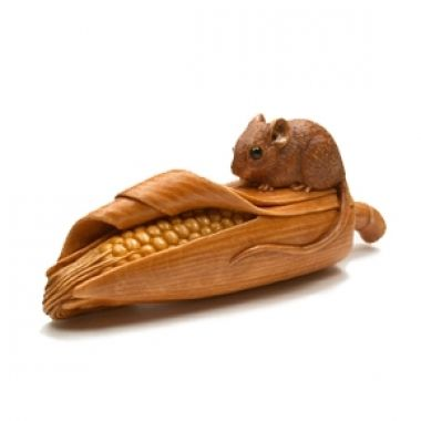 susan wraight netsuke | Susan Wraight: Mouse on a Corn Cob, 2012