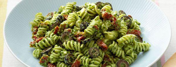 Salade de Pâtes au Pesto Crémeuses