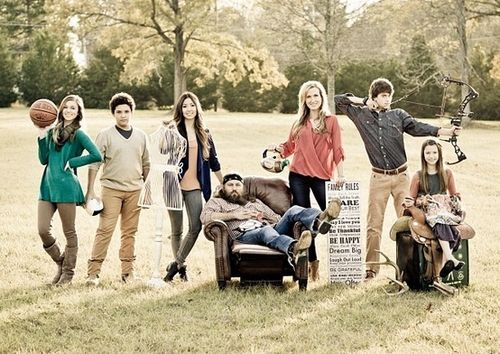 Willie and Korie Robertson with their five kids Sadie Will Rebecca John Luke and Bella - I love this idea for a family portrait