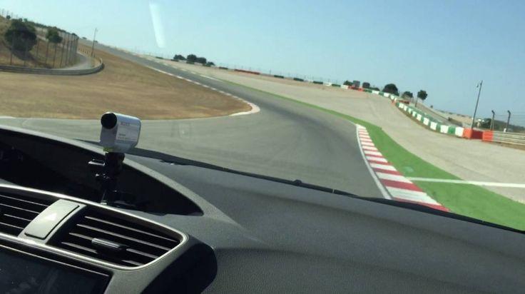 Autódromo do Algarve -Já conhece o Autódromo do Algarve das corridas na televisão? Sabia que pode sentir a adrenalina de conduzir um desportivo numa das mais emblemáticas pistas de corridas do país? Pode escolher entre um Porsche Cayman S, um Audi RS3 S-Tronic ou um Audi TTS S-Tronic, com a garantia de que será cronometrado e leva um filme de recordação para casa.