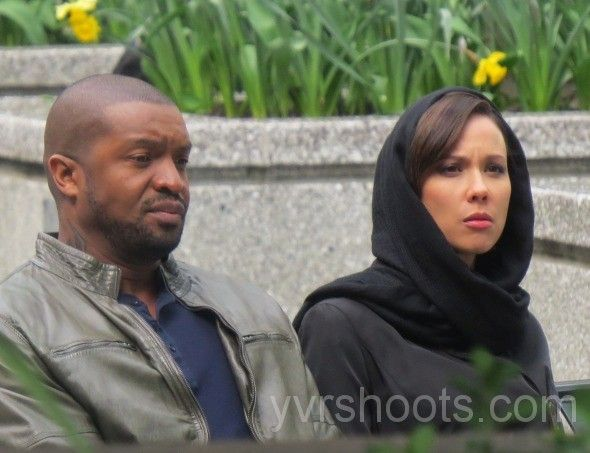 Roger Cross & Lexa Doig at an outdoor shoot for Continuum S3 (via YVRShoots - more pictures included at link site)