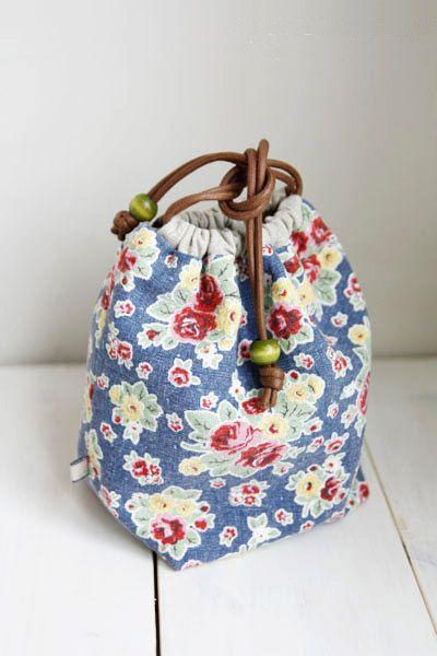 How to Make a Reversible Drawstring Bag. DIY Pattern & Tutorial