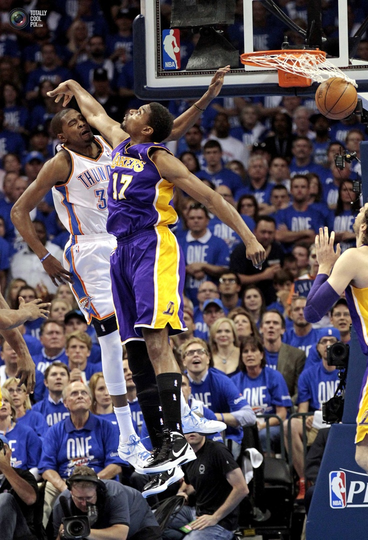 Back when things were getting real between lakers n okc  #wild #picture #bynum #durant #almost #block #compete #nba #basketball