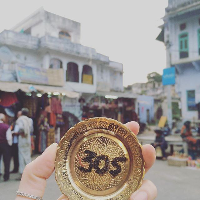 305/365: Got to the charming & very holly village of Pushkar today... We had a couple of hours wandering around the market & bargaining for some beautiful little gems... Can't wait to see what's promising to be a very magical sunrise tomorrow morning  A 365 days project #fromlondonto @365daysofcharo @sunsets_and_bubbles