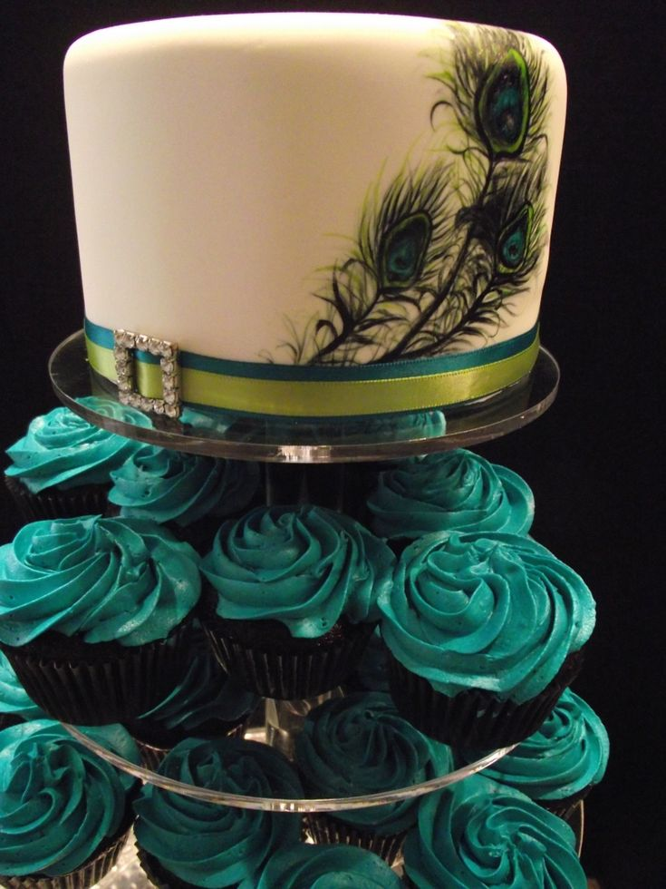 A peacock-inspired cake