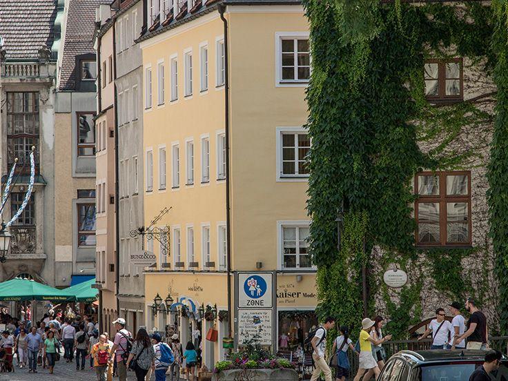 Die pulsierende Altstadt hat für jedermann was zu bieten. Sein es Modeboutiquen, Obststände, Cafés oder ausgefallene Möbelstücke.