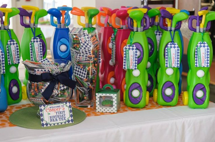 "Adorable Golf-themed ""Par-tee"" - plastic golf clubs as party favors! #kidsparty #partyfavors"