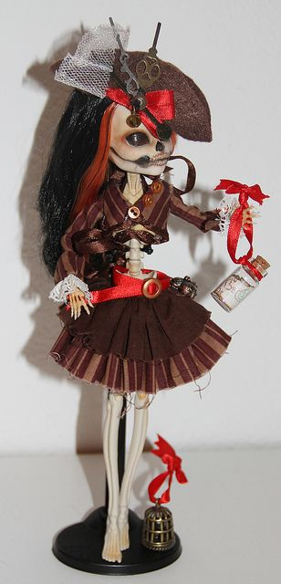Monster High Custom by Anne-Kristin. Reminds me of the Jack Sparrow doll. In girl form. Cute. The blonde in the pic.