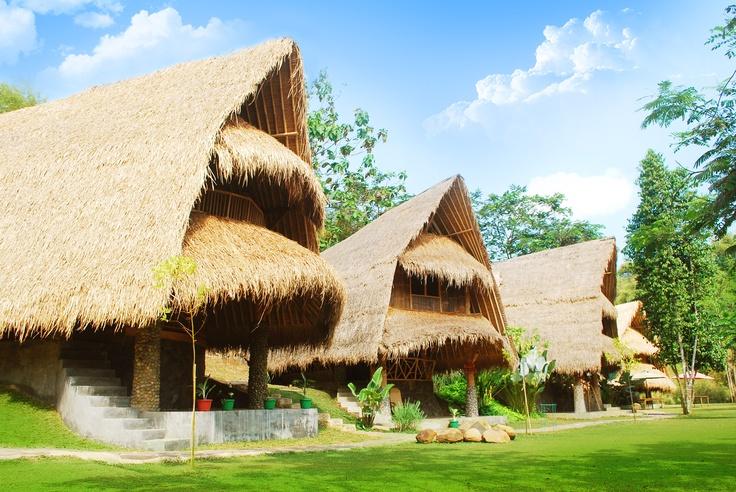 Cara lain untuk menikmati keindahan alam dan pelayanan maksimal. Sungai Citarik, Sukabumi. River Resort