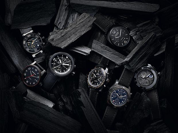 Notamos nos últimos tempos um crescente investimento das principais manufaturas relojoeiras em modelos all black. Esportivos ou clássicos, de pulseira de couro, tecido ou borracha, todos os estilos conseguem encontrar o lado negro da força.