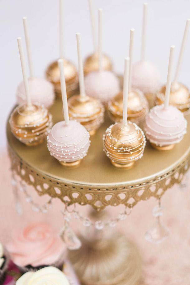 Es war einmal 1. Geburtstagsfeier-Idee. Goldene und rosafarbene Cake Pops auf …   – cake pops & co