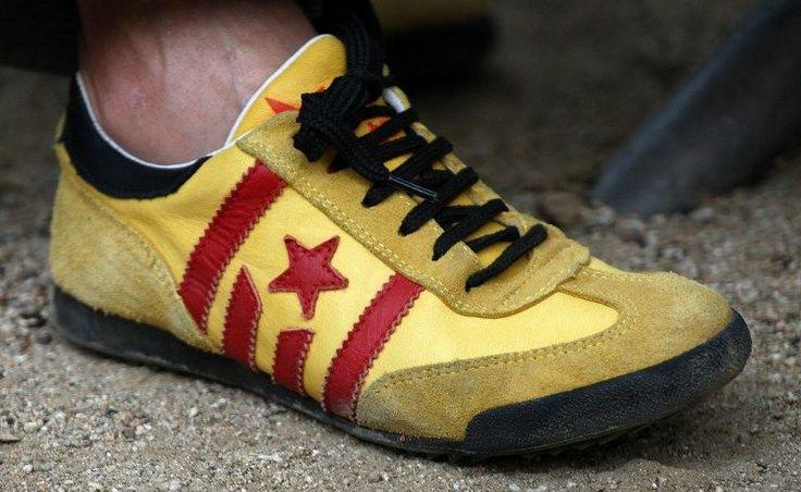 """A 17h14, le temps s'arrêtera en Catalogne - liberation.fr, FRANÇOIS MUSSEAU, 11 SEPTEMBRE 2014. """"Les indépendantistes catalans ont le sens des symboles. Aujourd'hui, la Diada, fête «nationale» de cette région espagnole, a été fêtée en grande pompe dans les rues de Barcelone pour clamer «le droit de décider». Il fallait bien fixer une heure chargée de sens pour défendre la tenue du référendum prévu le 9 novembre."""""""