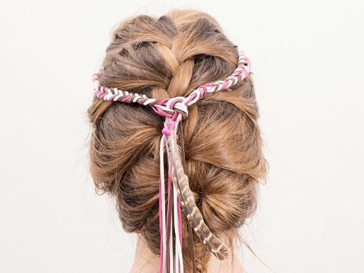 Beauty-Anleitung: Buntes Boho-Haarband selber flechten / beauty diy inspiration: how to get boho hair via DaWanda.com