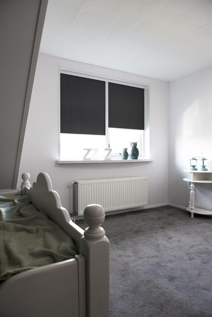 Slaapkamer - verduisterend rolgordijn - Raamdecoratie.com