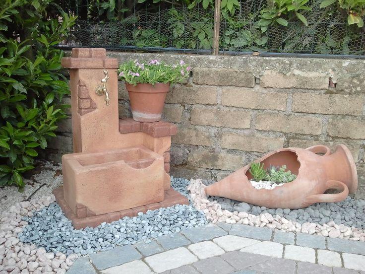 Fontana da giardino mod. fonte del casale, finitura mattone. Località: Colonna (Roma).