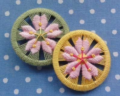 Prunus yedoensis Cherry blossom button by Yoko Odaria using the zwirnknopfe technique