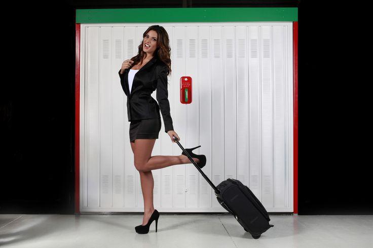 Barbara Amerigo: shooting fotografico per Officine Locati; porte garage basculanti e scorrevoli.
