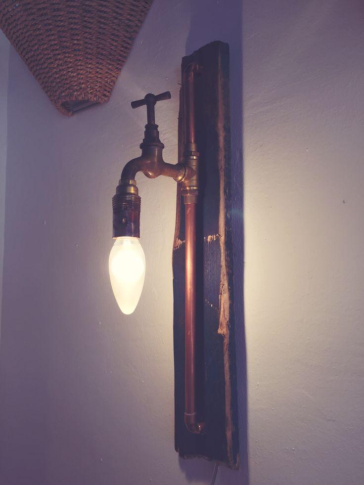 Aplique de pared con lámpara de grifo y tubo de cobre. Mesa baja palé y hierro. #vintage #retro #robinwood #robinwoodpalma #muebleriasincera #forniture #muebles #beautiful #me #love #homedecor #decor #vintagelove #design #homedesign #style #colour #interiordesign #diy #vintageluxe #interior #furniture #restored #lamp #eco #lampara #aplique
