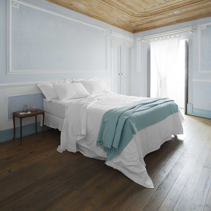 Made of 100% Egyptian cotton in a percale weave, Pearl is ideal for the summer months or for warm sleepers.