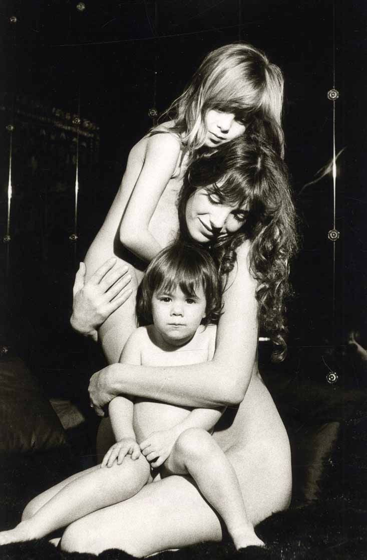 Giancarlo Botti - Jane Birkin and her two daughthers, Kate Barry and Charlotte Gainsbourg, circa 1977