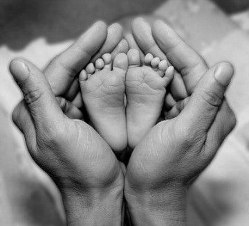 Sweet newborn picture idea.  It's hard to believe these little feet will soon be too big to snap this shot.
