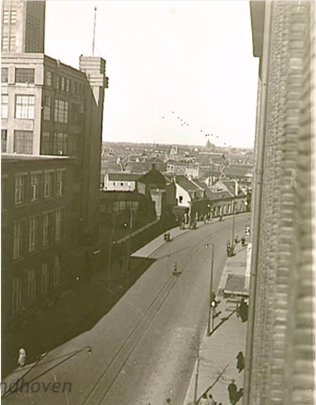Panorama van de Emmasingel, gezien vanaf de Philipsfabriek (De bruine heer), 04-1932