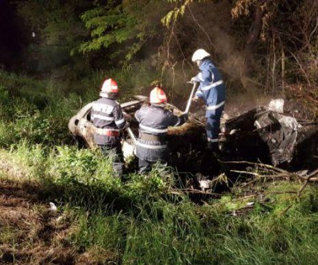 Descoperire macabră, lângă Timișoara, în această noapte. Chemați să stingă un incendiu de vegetație, pompierii au dat peste un bărbat carbonizat în propria-i mașină. ...