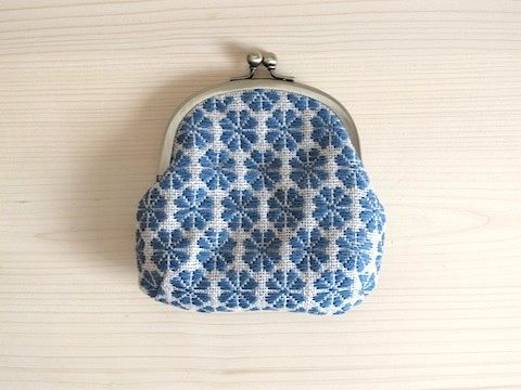 こぎん刺し がま口 ウメノハナ(natural x blue)- musubi くらしのどうぐの店