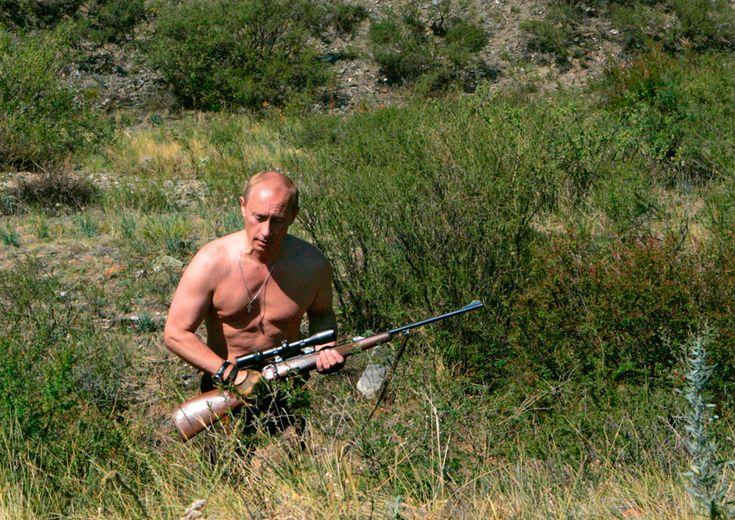 Vladimir Putin walks through brush in southern Siberia's Tuva region, rifle in hand, on August 15, 2007. (Reuters/RIA Novosti/KREMLIN)