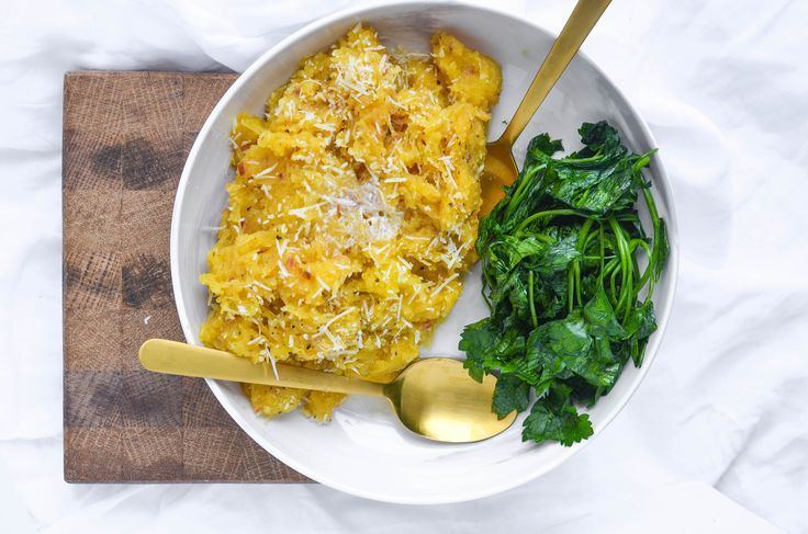 Easy slow cooker side dishes are like gold! Get ready for this low-carb Slow Cooker Garlic Parmesan Spaghetti Squash recipe to become a new favorite!