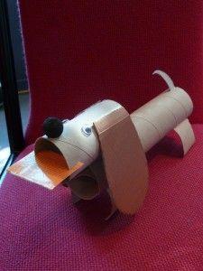 bricolage de chien avec rouleaux de papier de toilette