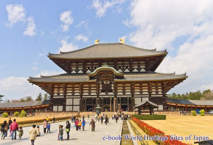 Daibutsuden Hall of Todai-ji Temple in Nara. UNESCO site and National Treasure of Japan