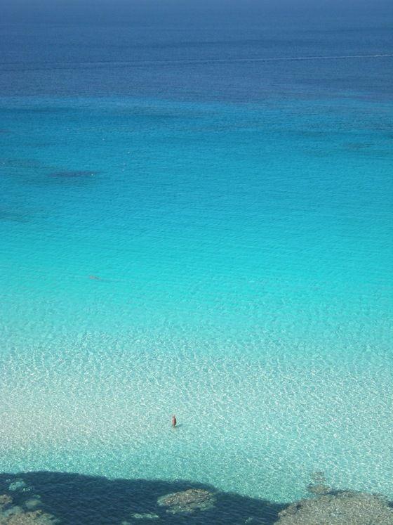 """""""Uomo in mare!"""" del turistapercaso Mcrira a Lampedusa #buongiorno #tuttialmare #untuffodovelacquaèpiùblu"""